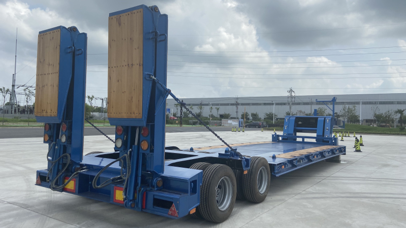 Automatic Steering Bogie Axles Low Bed Trailer